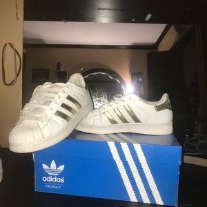 Adidas Shell tops gold & white.
